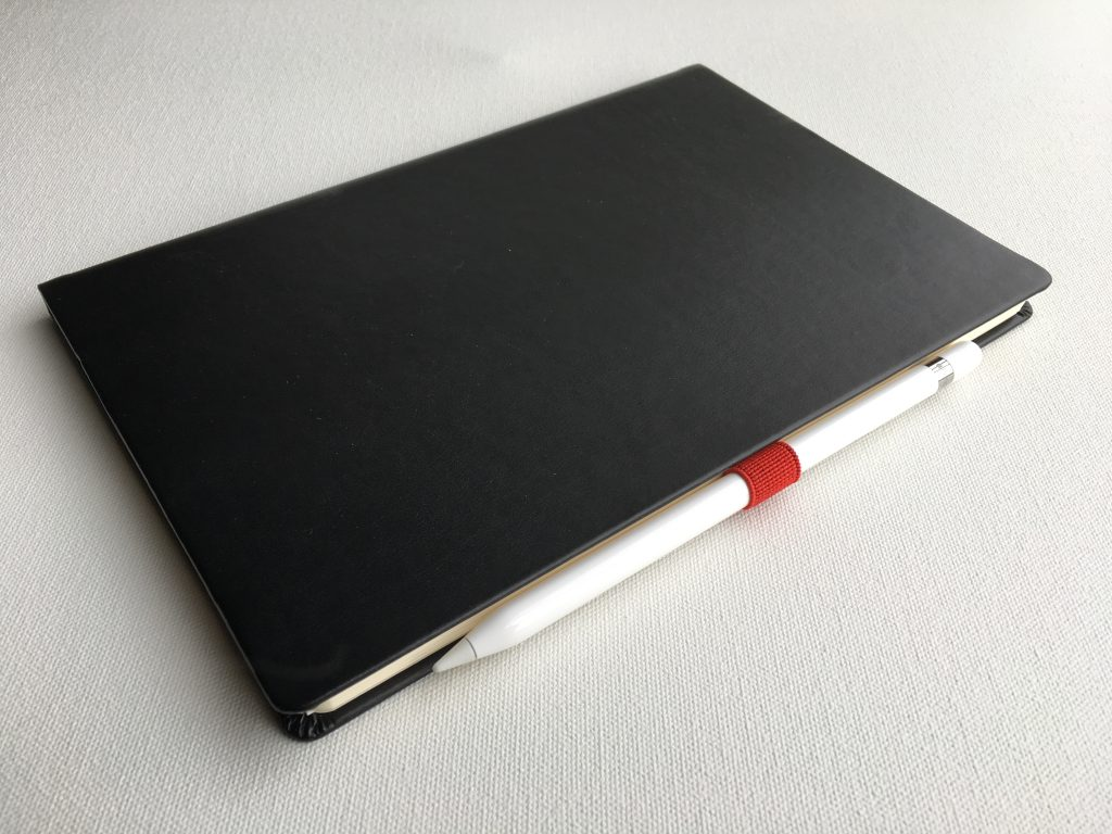 Leuchtturm Pen Loop holding an Apple Pencil